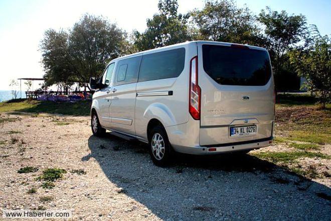Modern minibüs Ford