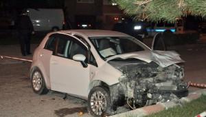 Akşehir'de Otomobil Dolmuş Bekleyen Çifte Çarptı: 1 Ölü, 1 Yaralı