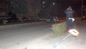 Otomobil, Yolda Dolmuş Bekleyen Çifte Çarptı: 1 Ölü 1 Yaralı