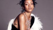 Rihanna'nın Sere Serpe Pozları Kızdırdı