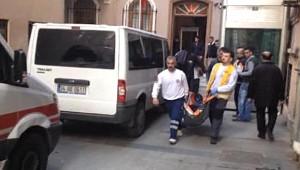 Düzelterek Yeniden - Polis Merkezinde 2 Kişi Bıçakla Yaralandı