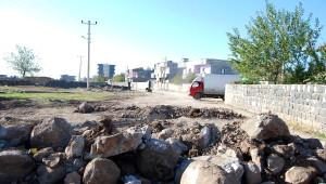 İdil'de Hendek Kazıp Yol Kesen PKK'lılar, Polisle Çatıştı (2)