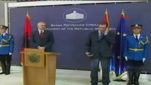 Sırbistan ve Arnavutluk Başbakanının Basın Toplantısında Skandal