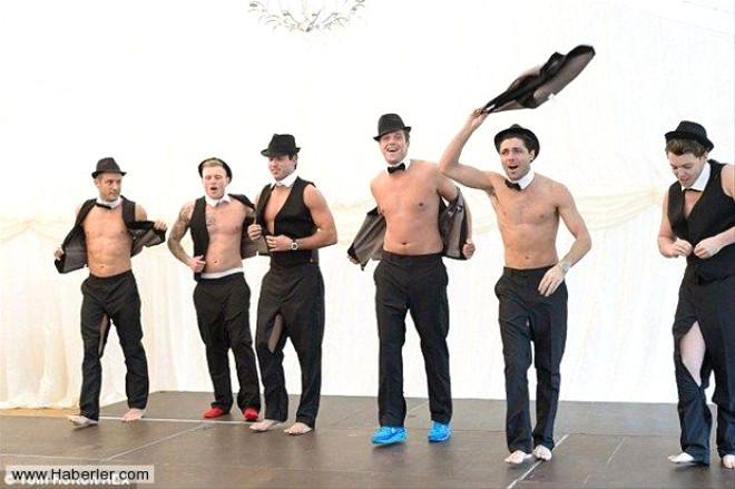 Ünlü Dizinin Striptiz Sahnesi Olay Yarattı