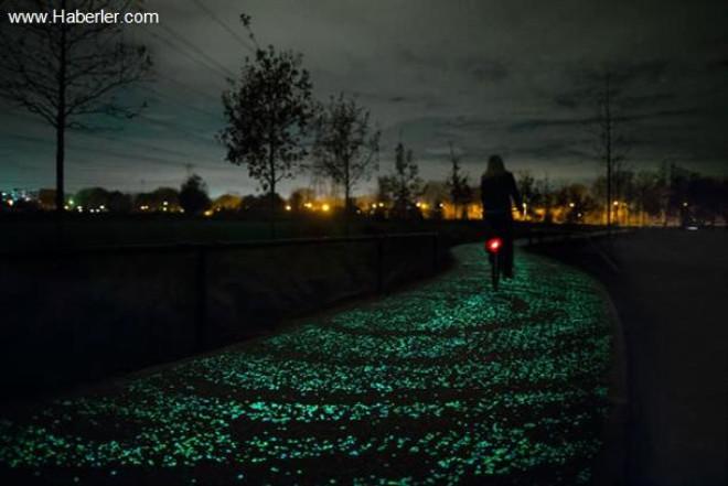 Dünyanın İlk Güneş Enerjisi Üreten Bisiklet Yolu: Solaroad