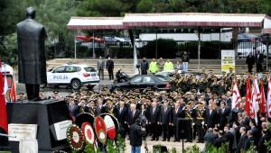 KKTC'nin 31. Kuruluş Yıldönümü'nde Atatürk Anıtı Önünde Tören Düzenlendi