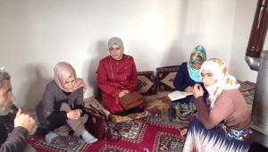 Özalp Kaymakamlığı Aile Kültür Merkezi Çalışanları Ev Ziyaretlerine Devam Ediyor