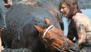 Atı Bataklığa Saplanan Kadın Canını Ortaya Koydu
