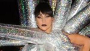 Lady Gaga Sokak Ortasında Soyundu