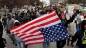 Ferguson Kasabası'nda Başlayan Protestolar Büyüyor