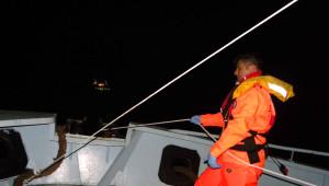 235 Kaçağın Bulunduğu Gemiye Film Gibi Kurtarma Operasyonu