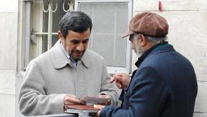 Ahmedinejad, Halktan Mektup Alma Uygulamasını Sürdürüyor
