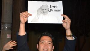 Büyükelçilik Önünde Papa'ya Sevgi Gözyaşları