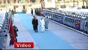 Papa'dan Askere Türkçe Selam