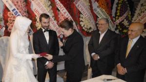 Akşener Eskişehir'de Nikah Şahidi Oldu