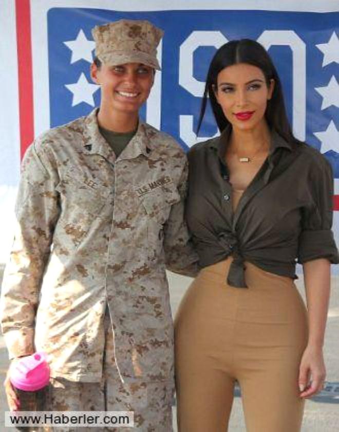 Kim Kardashian'dan Askerlere Moral Ziyareti