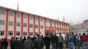 Hakkari'de Tesisat Ustası, Okul İnşaatında Kendini Astı