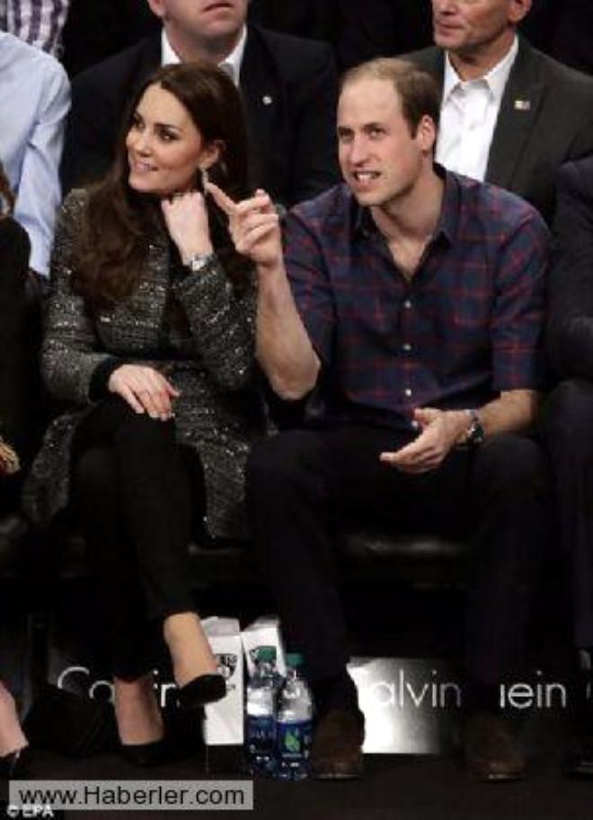 Prens William ve eşi Basketbol Maçında