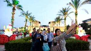 Antalya'da Oteller ve Alışveriş Merkezleri Gelin Gibi Süslendi