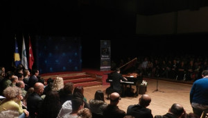 Kosova'nın Genç Yetenek Piyanisti Mennan Berveniku'dan Muhteşem Konser