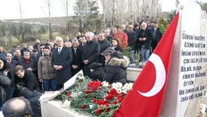 Deniz Yarbay Ali Tatar'a Mezarı Başında Anma Töreni