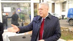 Motorlu Testereyle Belediyeyi Bastı, Başkan Pencereden Kaçtı