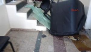 Çınarcık'ta Vatandaş, Motorlu Testereyle Belediye Bastı
