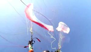 Ağırlığı Taşıyamayan Paraşüt Havada İkiye Bölündü