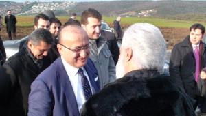 Başbakan Yardımcısı Akdoğan, 'Diriliş Ertuğrul'un Setini Ziyaret Etti