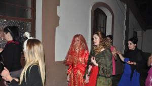 Yüz Nakilli Recep Sert'in Düğünü Öncesi Kına Gecesinde Mutluluk Gözyaşları
