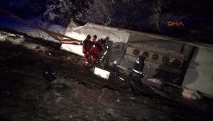 Yolcu Otobüsü Şarampole Devrildi: 1 Ölü, 45 Yaralı