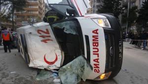 Hatay'da Ambulans Kaza Yaptı: 3 Yaralı