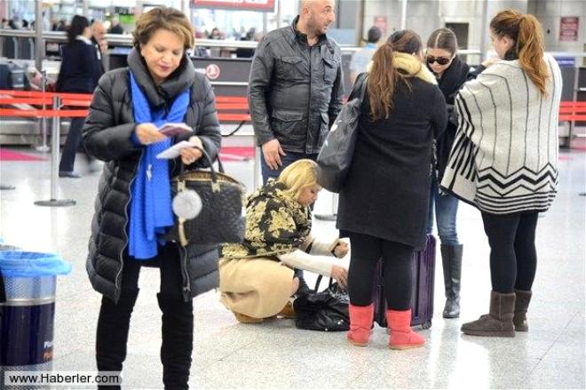 Ünlüler Yılbaşı Öncesi Havaalanında Görüntülendi