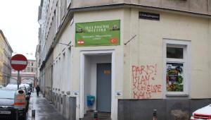 Viyana'da Cami Duvarına Irkçı Yazı