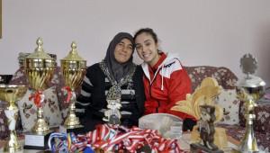 Elmadağlı Gençlerin Badminton Tutkusu
