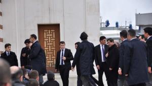 Başbakan Davutoğlu Cuma Namazını Atatürk Havalimanı'nda Kıldı