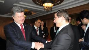 Davutoğlu, Ukrayna Cumhurbaşkanı Poroşenko ile Bir Araya Geldi