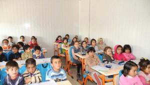 Akçakale'de Suriyeli 8 Bin Öğrenciye Kıyafet Yardımı Yapıldı
