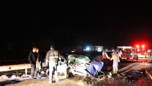 Otomobil Kepçeye Çarptı: 2 Ölü, 2 Yaralı
