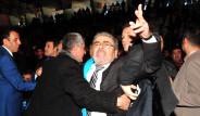 AK Parti Kongresinde Olay Çıktı