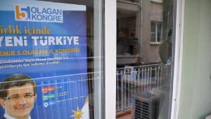AK Parti Dikili İlçe Binası Taşlandı