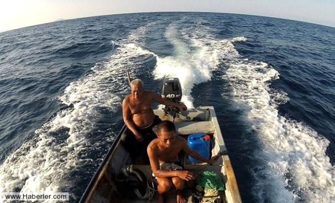 Bu Adam Balıkları Dinleyerek Avlıyor
