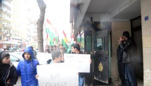 Diyarbakır'da Kürt Bayrakları ile Yürüyüp Kobani'ye Bağımsızlık İstediler