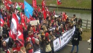 Türkler Perinçek'e Destek İçin Strasbourg'da AİHM Önünde....