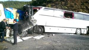 İşçi Taşıyan Otobüsle Tır Çarpıştı: 4 Ölü, 47 Yaralı (3)