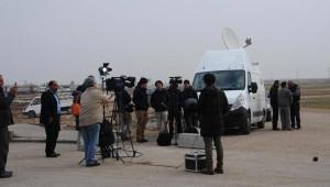Japon Gazetecilerin Akçakale Sınır Kapısı'nda Bekleyişi Sürüyor