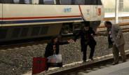 Hızlı Tren Bozulunca Yollarına Otobüsle Devam Ettiler