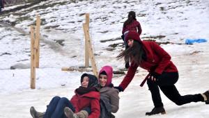 Rize'de Karsız 'Kardan Adam Şenliği'