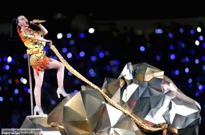 Katy Perry'den Super Bowl'da Unutulmaz Popo Dansı