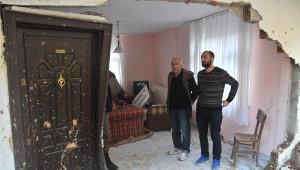 Yol İçin Patlatılan Dinamit Evin Duvarını Yıktı